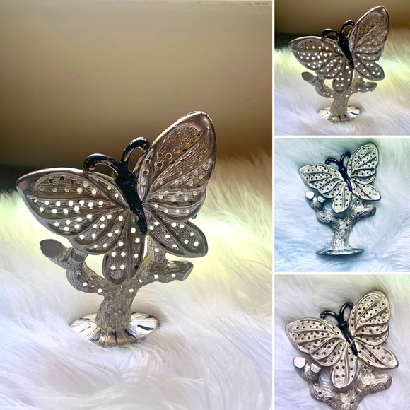 🦋2/$10 3/$15 4/$18 5/$20 Vintage Earring Stand
